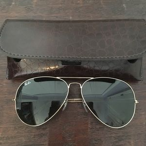Black aviator with gold frames